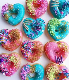 This assortment of donuts provides you concepts for donut recipes. Attempt home made baked or fried donuts. This assortment of donut pictures will encourage you. Fancy Donuts, Cute Donuts, Mini Donuts, Donuts Donuts, Donuts Beignets, Fried Donuts, Delicious Donuts, Yummy Food, Healthy Food