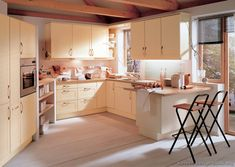 Idea of the Day: Modern Cream-Colored Kitchens. (By ALNO, AG). Cream Kitchen Units, Cream Kitchen Cabinets, Parallel Kitchen Design, Alno Kitchen, Antique White Cabinets, Wall Seating, Kitchen On A Budget, Kitchen Ideas, Grey Kitchens