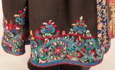 Jacobean Embroidery, Geometric Embroidery, Embroidery Stitches, Hand Embroidery, Embroidery Designs, Norwegian Clothing, Norwegian Style, Tribal Outfit, Scandinavian Folk Art
