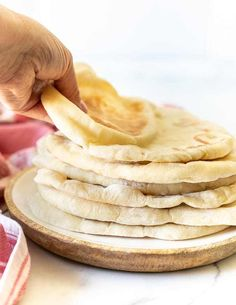 A super easy, soft, light and fluffy flatbread recipe that is really versatile and perfect for beginners to bread making. How To Make Sandwich, How To Make Bread, Easy Flatbread Recipes, Vegan Feta Cheese, Homemade Pita Bread, Hells Kitchen, Bread Making, My Best Recipe, Just Cooking
