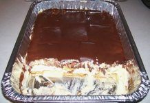 Chocolate Eclair Cake - Ingredients : 2 oz) packages Vanilla Instant Pudding mix, dry cups whole milk 12 oz. cocoa 1 cup powdered sugar directions : Blend milk and … Köstliche Desserts, Low Carb Desserts, Dessert Recipes, French Desserts, Plated Desserts, Dinner Recipes, Eclair Cake Recipes, No Bake Eclair Cake, Icebox Cake