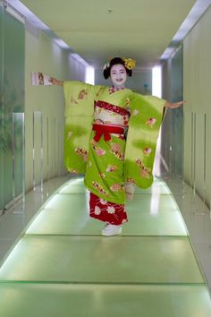 Oiran & Geisha | The smiling maiko Marika! How cute she is!...