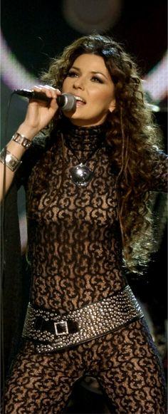 Shania Twain perform