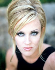 I love Jenny. Jenny Mccarthy Hair, Beautiful Female Celebrities, Celebrity Hairstyles, Famous Faces, Beautiful Eyes, New Hair, Wedding Hairstyles, Hair Makeup, Hair Cuts