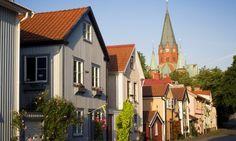 Västervik | början av 1200-talet skönjades några klippstycken ovanför ...