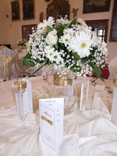White flowers for your snowy white #winter#wedding