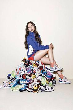 Sohee poses for Reebok's GL 6000 X Kpop Girl Groups, Kpop Girls, Sohee Wonder Girl, Asian Woman, Asian Girl, Reebok, Wonder Girls Members, Hyuna, Sitting Poses