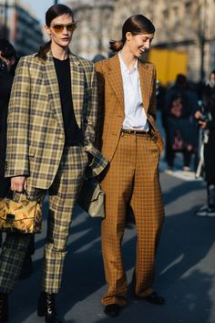 Street style at Paris Fashion Week Fall-Winter – Fashion Trends 2019 Fashion Week Paris, Street Style Fashion Week, Best Street Style, Club Outfits Clubwear, Suits For Women, Women Wear, Fashion Outfits, Womens Fashion, Fashion Trends