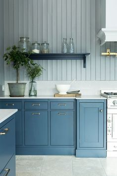 Lovely color ocean blue hand painted on ash for the perfect feel and finish. Diy Kitchen Island, Shaker Kitchen, Kitchen Redo, Kitchen Remodel, Kitchen Dining, 2 Colour Kitchen Cabinets, Painting Kitchen Cabinets, Kitchen Colors, Blue Cabinets