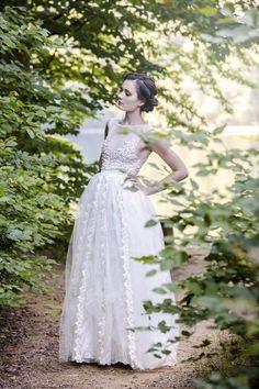 He encontrado este interesante anuncio de Etsy en https://www.etsy.com/es/listing/199875534/ivory-floral-dress-with-embroidered-trim