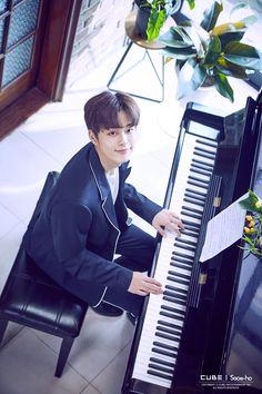 Piano redy Cute Little Baby, Little Babies, Baby Cubes, Yoo Seonho, Song Joong Ki, Boyfriend Material, Korean Actors, Piano, Kpop