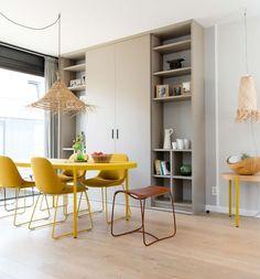 De bijzet- en eetkamertafel Palladio en de stoelen Beso. Afkomstig uit de Artifort collectie.