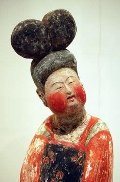 """museeguimet:  Dame au chignon """"à double coque"""" mingqi (substitut funéraire)Dynastie Tang (618-907)Céramique, engobe, polychromie, terre cuit..."""