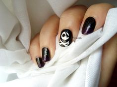 Diseño de uñas bandera pirata; calavera. Pirate flag nail art design; skull.