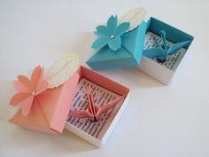 Lembrancinha de nascimento: imã de tsuru com caixinha de origami e flor de sakura - Sakura Origami & Acessórios - maternidade / batizado / aniversário http://loja.sakuraorigami.com.br/pd-4afac