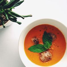 creamy red pepper & tomato soup  with basil meatballs. see the recipe at www.foodeleedoodaa.blogspot.com Tomato Soup, Red Peppers, Thai Red Curry, Basil, Stuffed Peppers, Ethnic Recipes, Food, Stuffed Pepper, Essen