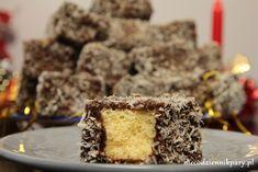 Rodzinny przepis na kokosanki w czekoladzie przesłała nam Mama, gdyż chcieliśmy upiec ulubione ciasto Siostry Ani na Jej przyjazd. W domu zawsze robiła je Mama, teraz po raz pierwszy wykonałam je samodzielnie, angażując do drobnych prac Mojego Bartka. Nasza współpraca, jak zwykle, przyniosła smakowity efekt i czekoladowo-kokosowe kosteczki smakowały jak zawsze wybornie. Stos kokosanek w […] Krispie Treats, Rice Krispies, Polish Recipes, Polish Food, Menu, Cookies, Cake, Desserts, Christmas