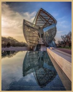 Foundation Louis Vuitton Paris by Frank Gehry