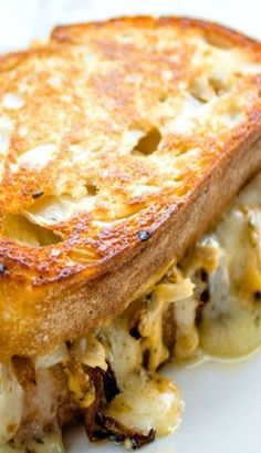 CHIPOTLE CHICKEN GRILLED CHEESE SANDWICH This recipe requires 1 cup of shredded chicken. You can use any type for pre-cooked shredded chicken you may have on hand or you can use my quick and easy recipe for making shredded chicken. Grill Sandwich, Soup And Sandwich, Salad Sandwich, Tacos, Tostadas, I Love Food, Good Food, Yummy Food, Grilled Cheese Recipes