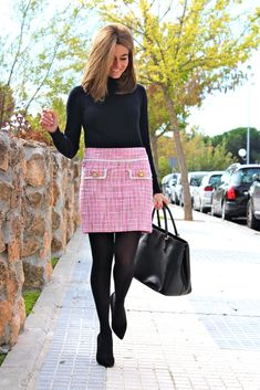 Fashion and Style Blog / Blog de Moda . Post: Oh My looks Skirt (Limited edition) / Falda Oh My Looks (Edición limitada) .More pictures on/ Más fotos en : http://www.ohmylooks.com/?p=20151 .Llevo/I wear: Skirt : Oh My Looks Shop (info@ohmylooks.com) ; Jersey : Zara ; Tights : Calzedonia ; Bag : Prada ; Shoes : Pilar Burgos (New collection)
