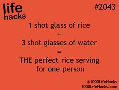 1 shot glass of rice plus 3 shot glasses of water = The perfect rice serving for one person. 🍴 shot glass of rice plus 3 shot glasses of water = The perfect rice serving for one person. Simple Life Hacks, Useful Life Hacks, Cooking For One, Meals For One, Couple Cooking, Paula Deen, Hacks Cocina, 1000 Lifehacks, Cooking Recipes