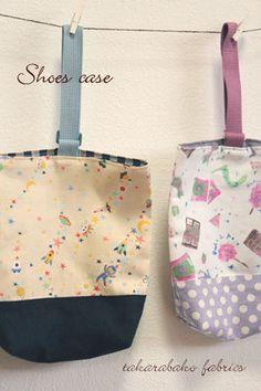 シューズケース 作り方 | 布・生地通販 takarabako 店長のファブログ Drawstring Pouch, Purse Patterns, Handmade Bags, Apron, Tote Bag, Purses, Sewing, Knitting, Fabric