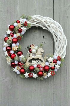 68 Amazing Holiday Wreaths for your Front Door - Happily Ever After, Etc. wreaths 68 Amazing Holiday Wreaths for your Front Door - Happily Ever After, Etc. Christmas Projects, Holiday Crafts, Holiday Decor, Diy Xmas Decorations, Noel Christmas, Christmas Ornaments, Christmas Design, Christmas Porch, Polish Christmas