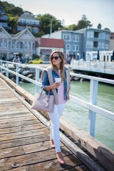 Pink Stripes - Denim And White - Ideas of Denim And White - I love this great weekend outfit esp the sweater thrown over the jacket. Gal Meets Glam Pink Stripe Shirt and White Jeans Adrette Outfits, Preppy Outfits, Spring Outfits, Fashion Outfits, Emo Fashion, Curvy Fashion, Work Outfits, Korean Fashion, Style Fashion
