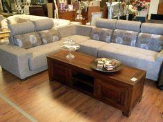 Couch and rustic table - Sofá y mesa rústica