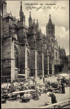 Markttag auf dem Münsterplatz 1913    Interessante Postkarte eines normalen Markttag auf der Südseite des Münster Freiburg um 1913  Diese Postkarte