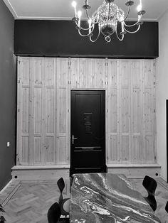 Binnen luiken, massief grenen met bossing panelen Garage Doors, Outdoor Decor, Home Decor, Decoration Home, Room Decor, Home Interior Design, Carriage Doors, Home Decoration, Interior Design