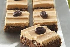 USE GF FLOUR-------Rich Espresso Bars with Buttercream Frosting=-===With coffee infused in both the base and frosting, these bars sweetly complement either a steaming cup of coffee or a tall glass of milk! Coffee Buttercream, Buttercream Frosting, Yummy Treats, Sweet Treats, Yummy Food, Coffee Brownies, Espresso Brownies, Cookie Recipes, Dessert Recipes