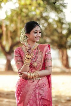 You can find the best wedding photographers, top wedding makeup artists, finest wedding decorators, top wedding planners, bridal stylists & affordable jewellery rentals Pattu Sarees Wedding, Kerala Wedding Saree, Bridal Sarees South Indian, Wedding Saree Blouse Designs, Pattu Saree Blouse Designs, Kerala Bride, Bridal Silk Saree, Indian Bridal Outfits, Indian Bridal Fashion