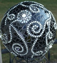 A Formal Affair Mosaic Gazing Ball on by ForYourEyesOnlyShop Mosaic Diy, Mosaic Garden, Mosaic Crafts, Mosaic Projects, Mosaic Glass, Mosaic Pots, Pebble Mosaic, Stained Glass, Bowling Ball Crafts