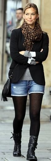 Strumpfhose mit Shorts Fab or Drab? The post Strumpfhose mit Shorts Fab or Drab? appeared first on Love Mode. Tights And Boots, Shorts With Tights, Tights Outfit, Black Tights, Jean Shorts, Skirt Boots, Combat Boots Look, Fall Boots, Denim Jeans