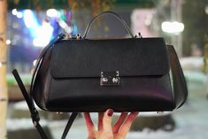 Modest yet demanding on things to be just certain way, perfect! Luxury Bags, Luxury Handbags, Oversized Bags, Leather Purses, Leather Bag, Norwegian Fashion, H Style, Patterns In Nature, Modern Luxury