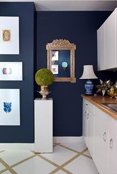 Crisp navy walls with white accents. Lisa Mende Design: Best Navy Blue Paint Colors - 8 of my Favs! Blue Kitchens, Navy Blue Paint, Navy Blue Paint Colors, Room Design, Interior, Home, Dark Blue Walls, Navy Paint Colors, Blue Paint Colors
