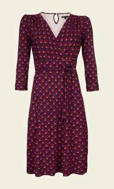 Das Cecil Dress ist ein neues Modell aus der King Louie Kollektion. Es überzeugt durch die feinen Details und hochwertige Fertigung. Mit diesem Kleid mit sehr hohem Tragekomfort legen Sie an jedem Anlass ein überzeugendes, feminines Statement ab.