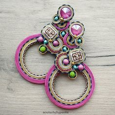 Long soutache earrings with beautiful swarovski crystals. Soutache Earrings, Boho Earrings, Ring Earrings, Statement Earrings, Etsy Jewelry, Handmade Jewelry, Colorful Bracelets, Embroidery Techniques, Swarovski Crystals