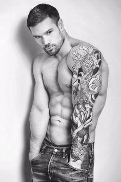 Sexy men have tats
