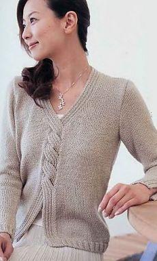 Пуловер оригинального фасона спицами.