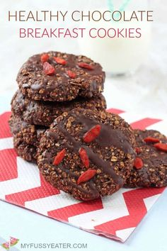 Chocolate cookies for breakfast? Yes please! These cookies are packed full of slow releasing carbs, fibre and nutrients, helping to keep you and your family full until lunchtime! #breakfastcookies #healthybreakfastideas #grabandgobreakfast Baby Food Recipes, Cookie Recipes, Dessert Recipes, Desserts, Recipe Treats, Family Recipes, Sweet Recipes, Healthy Baking, Healthy Treats