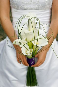 Good No Cost Bridal Bouquets calla lillies Popular Just about the most important wedding dress components, the actual bridesmaid bridal bouquet, is prepared usin. Lily Bouquet Wedding, Wedding Flower Guide, Diy Bouquet, Bride Bouquets, Hand Bouquet, Wedding Dress, Calla Lillies, Calla Lily, Bride Flowers
