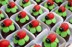 Ladybug Cakes, Baby Ladybug, Ladybug Party, Ladybug Picnic, Chocolate Coquito Recipe, Homemade Chocolate, Easter Cookies, Christmas Cookies, Animal Cupcakes