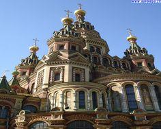 La Cattedrale dei Santi Pietro e Paolo, a Peterhof- San Pietroburgo