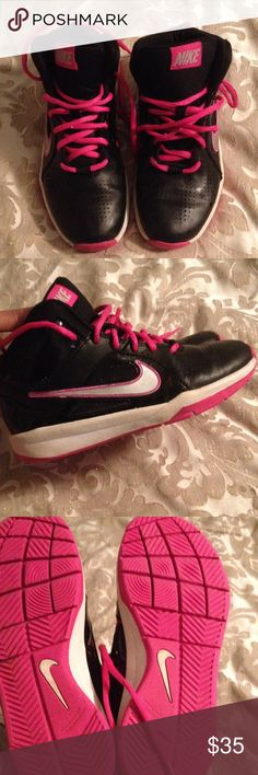 Nike Black nike in very good condition.. Washed and clean no smells.... White area is in the process of being clean! Shoes Sneakers
