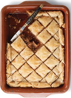 This is Baklava. Baklava is a dessert that people commonly eat in the Middle East. Köstliche Desserts, Dessert Recipes, Greek Desserts, Cinnamon Bread, Middle Eastern Recipes, Mediterranean Recipes, Quiche, Brownies, Sweet Treats