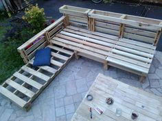 Awesome Complete Pallet Sofa Made Out Of 9 Recycled Pallets  #garden #palletlounge #palletsofa #recyclingwoodpallets Garden living room (sofa and coffee table) with plantersof aromatic plants.     ...