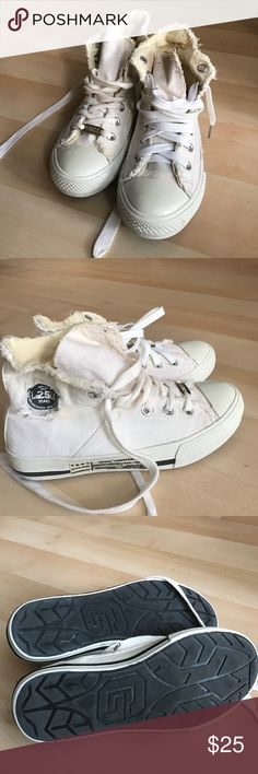 Guess white converse Guess 25 anniversary white converse. Says size 7,5, but feels like size 7. Good condition Guess Shoes Sneakers