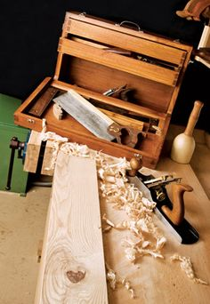 Dovetailed Tool Chest Plans - Workshop Solutions Projects, Tips and Tricks - Woodwork, Woodworking, Woodworking Plans, Woodworking Projects Tool Box Diy, Old Tool Boxes, Wood Tool Box, Wooden Tool Boxes, Wood Tools, Tool Workbench, Woodworking Workbench, Woodworking Furniture, Woodworking Projects